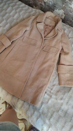 Продам женские вещи осенние пальто