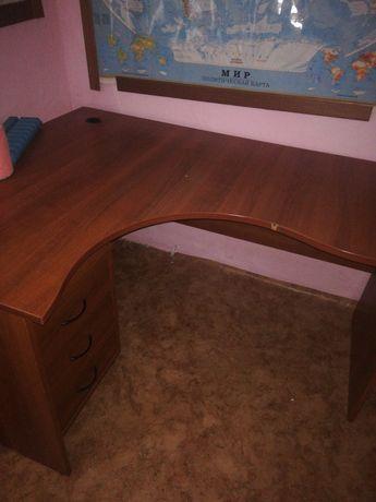 Продам офисную мебель, шкаф две шт, стол компьютерный с тумбочкой