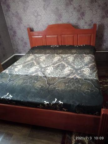 Продам кровати деревянные.