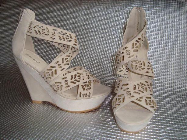Sandale ATMOSPHERE perforate, talpa ortopedica,culoare CREM ,nr 39 NOI