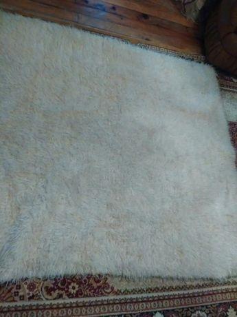 Родопски одеала и реснач със 2покривала за табуретки