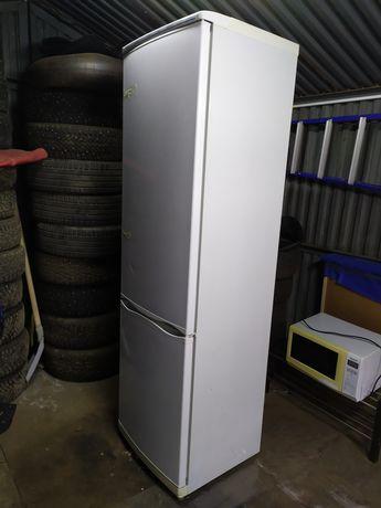 Срочно продам холодильник двухкамерный