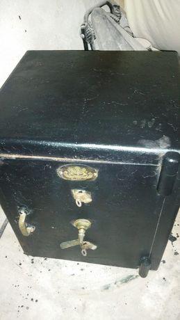 Seif model vechi rezistent funcțional cu chei ideeal bunuri. 1390 euro