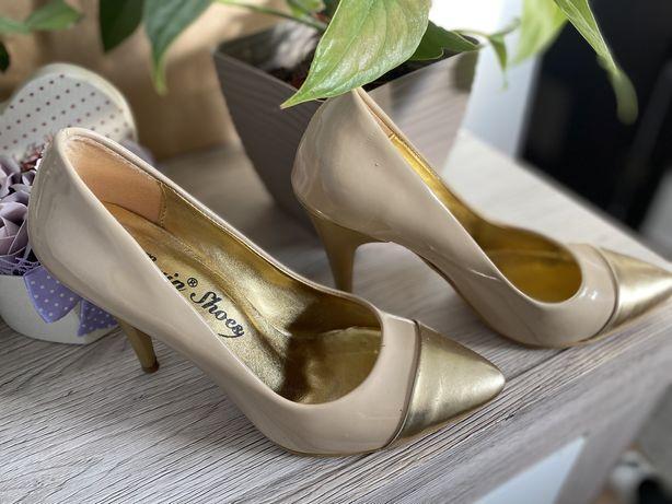 Pantofi argintii cu toc
