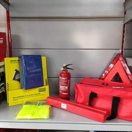 Kit omologat pentru siguranta auto trusa sanitara extinctor triunghi