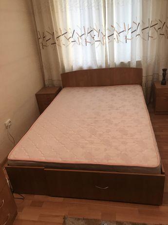 Продам кровать и тумбочки
