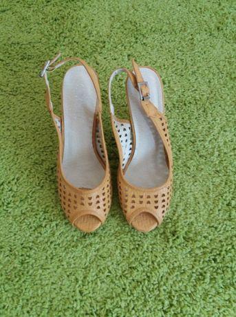 Продавам нови жълти сандали, размер 36