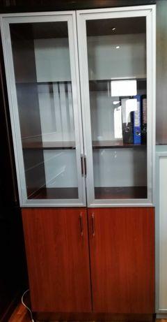 Шкаф с стеклянными дверями б/у