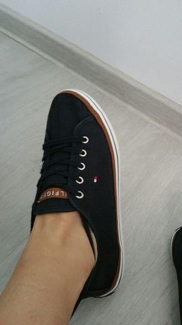 Tenesi (pantofi sport) Lacoste originali 36 preț 160Lei neg(nu musette