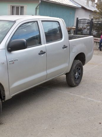 Toyota Hilux 4x4 of road