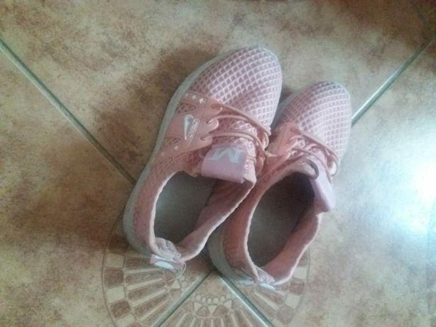 Продам детские обуви кросовки раз 30 ,27 28