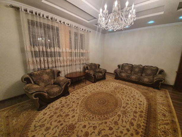 Продаются  белорусские диван-раскладушка и 2 кресла