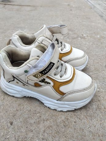 Продам  кроссовки для девочек