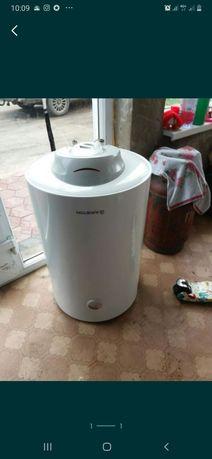 Титан водонагреватель рабочий.  В хорошем состоянии  . Титану год