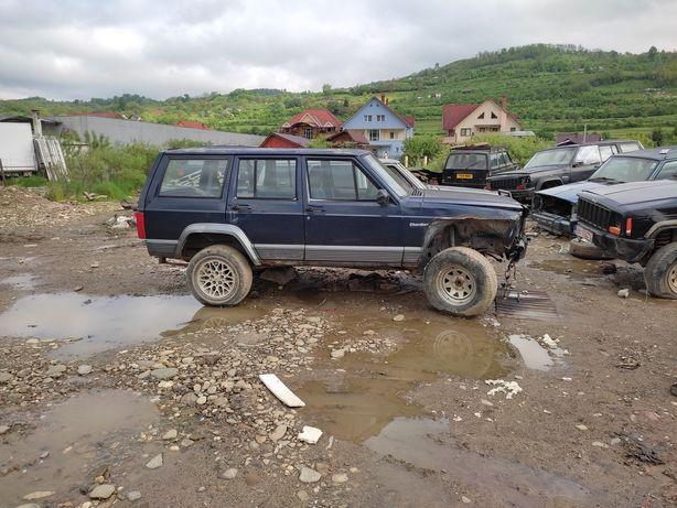 Jeep cherokee xj benzină 4000 vand sau dezmembrez