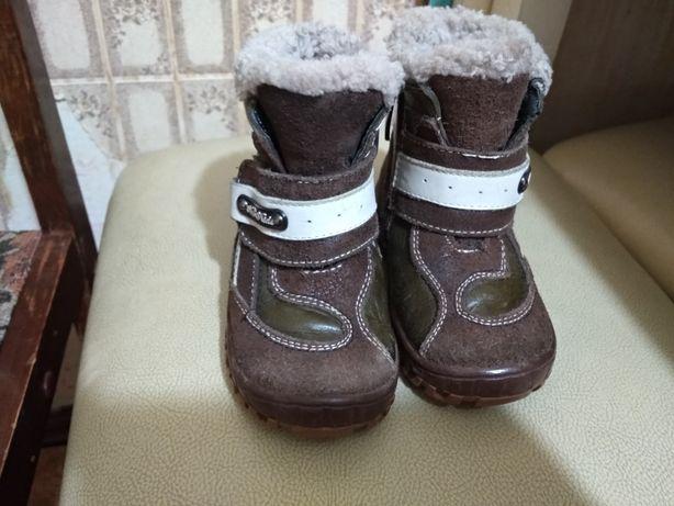 Продам зимний сапоги,в отличном состоянии,носили только в коляски