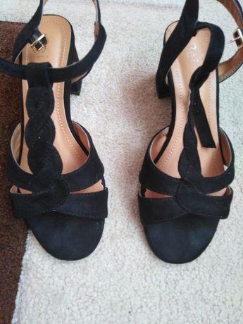 Sandale negre de catifea