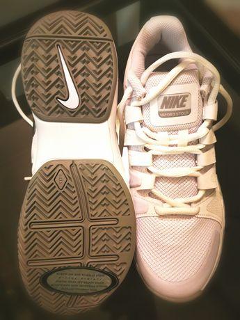 Adidași Nike USA, noi, marime 38,5, la DOAR 330 lei!