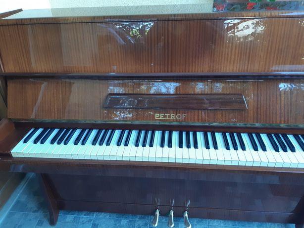 Pianina marca Petrof