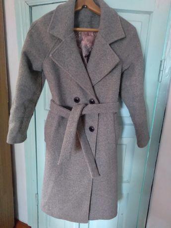 Продам демисезонное пальто женское. Очень теплое