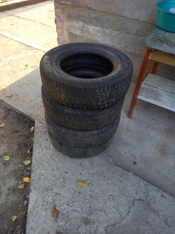 Зимние шины 4 штуки в хорошем состоянии