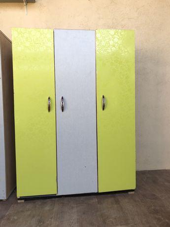 Продам раздивалочные шкафчики