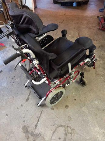 Scaun cu rotile pentru persoane cu disabilitati