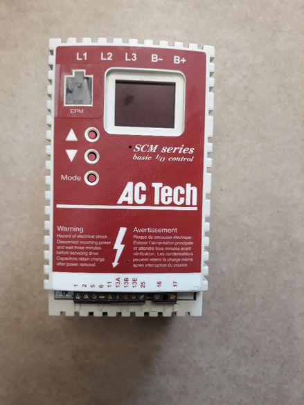 Честотен регулатор(инвертор)AC Tech-Lenze 0,37кw/200V