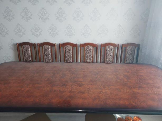 Продам стол коричневый