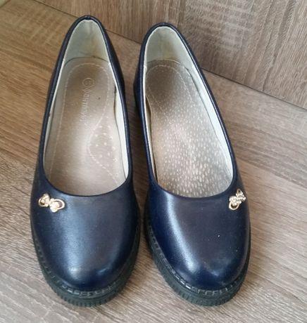 Продам туфли для девочки 31 размер