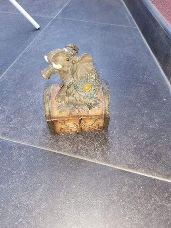 Ретро кутийка за бижута