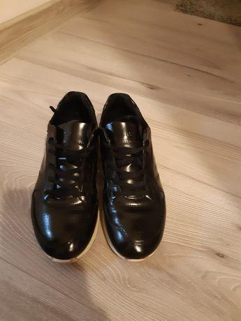 Pantofi Ecco cu șiret