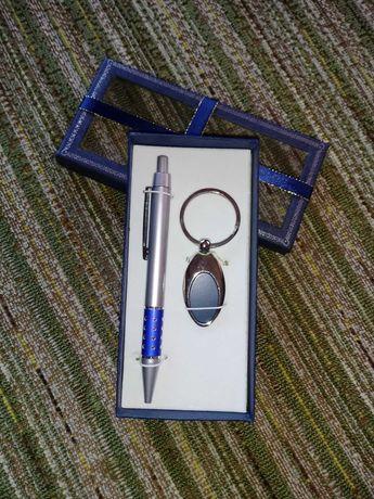 Комплект химикал и ключодържател в подаръчна кутийка