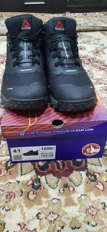 Продам мужские зимние кроссовки Reebok  45 размер.