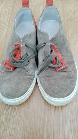 Vând pantofi piele copii !