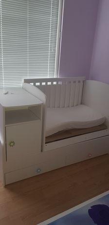 Детска кошара трансформира се на юношески легло и на бюро