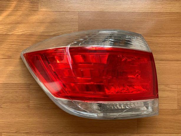 Продам задний фонарь на Toyota Highlander