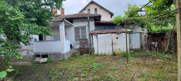 Едноетажна къща в с. Кривина
