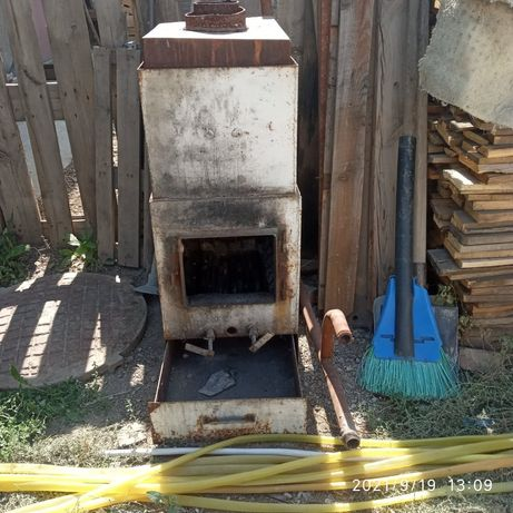 Котел. Печь железный газ. Уголь