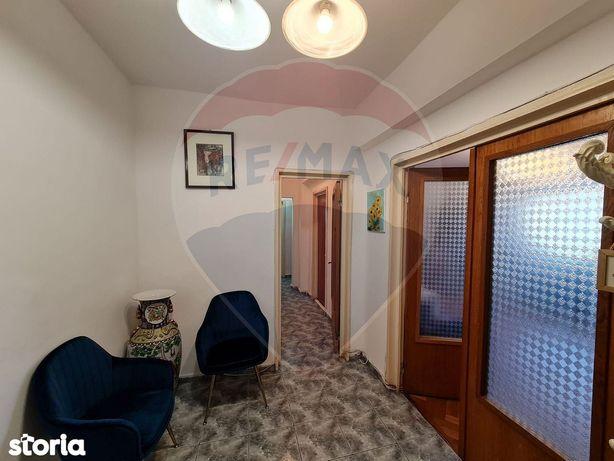 Apartament cu 3 camere de vânzare în zona Stefan cel Mare