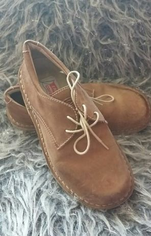 Vând pantofi piele 32