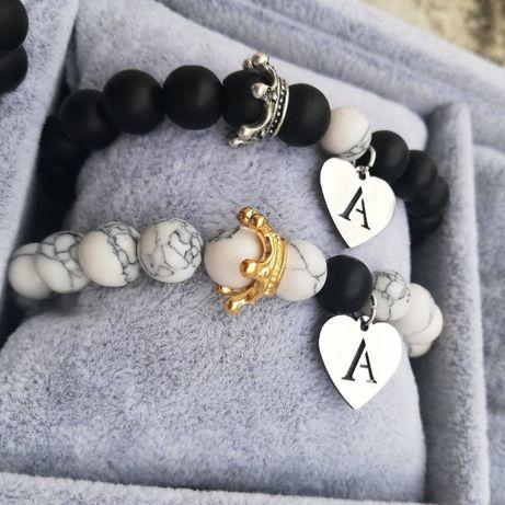 Гривни с букви и естествени камъни за двойки