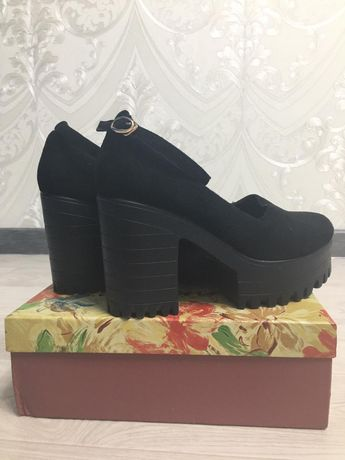 Замшевые туфли 39 размера