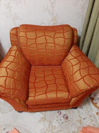 Уголок отдыха  диван