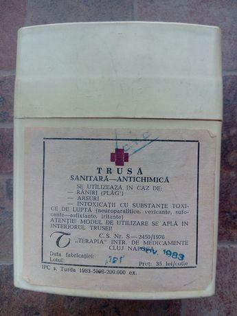 Trusă sanitară antichimica fabricată la Terapia -Cluj Napoca în 1983.