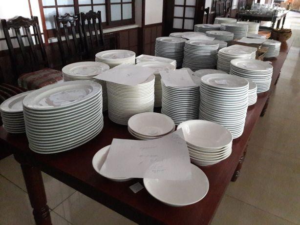 Продам посуду и столовые приборы для кафе