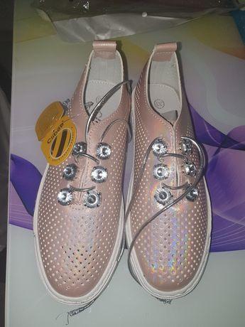 Pantofiori noi, marime 33, interior piele/Adidasi Decathlon mar 32