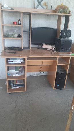Компьютерлік стол     кітап қойса да болады .