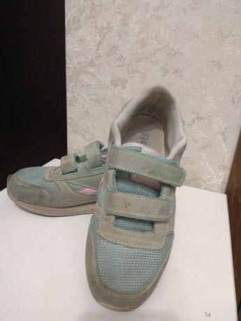 Продам детские кроссовки на девочку, 2000 тг
