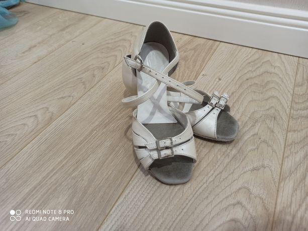 Туфли для спортивно-балтных танцев